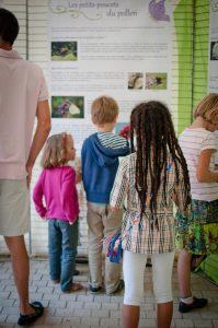 .. mais elle est aussi accessible aux plus jeunes, surtout s'ils sont accompagnés d'un adulte pour répondre à leurs questions !